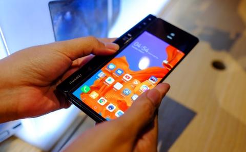 Chi tiet Huawei Mate X man hinh gap vua ve VN hinh anh 4