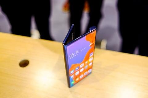 Chi tiet Huawei Mate X man hinh gap vua ve VN hinh anh 5