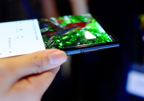 Chi tiet Huawei Mate X man hinh gap vua ve VN hinh anh 15