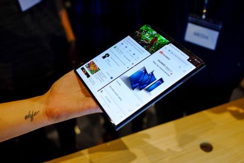 Chi tiet Huawei Mate X man hinh gap vua ve VN hinh anh 8