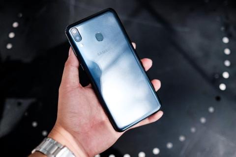 Galaxy M20 do dang Redmi Note 7 - ky phung dich thu tam 5 trieu dong hinh anh 1
