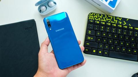 Chi tiet Galaxy A50 o VN - 3 camera, van tay duoi kinh, gia 7 trieu hinh anh 5