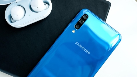 Chi tiet Galaxy A50 o VN - 3 camera, van tay duoi kinh, gia 7 trieu hinh anh 6