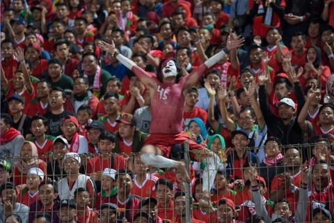 Hooligan Indonesia doi danh U19 Malaysia tai giai Dong Nam A hinh anh