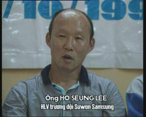 HLV Park tung doi dau The Cong tren san Hang Day hinh anh