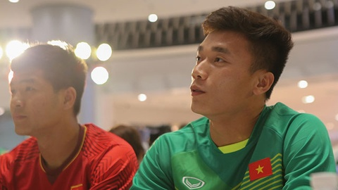 Duc Chinh, Bui Tien Dung hoi hop khi dung canh cup vang AFF Cup hinh anh