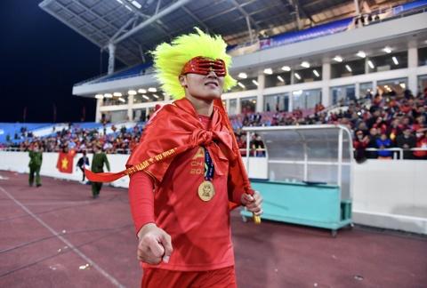 Tien ve Quang Hai va nhung thong ke an tuong trong 1 nam qua hinh anh