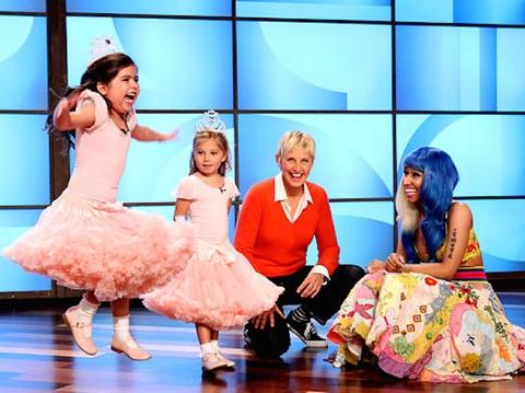 Clip Sophia Grace & Rosie bieu dien Super Bass - Nicky Minaj hinh anh
