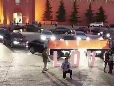 thieu gia cau hon bang dan sieu xe hinh anh