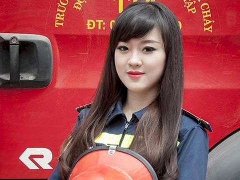 Hot girl DH Phong chay Chua chay gioi tieng Anh, me mua bung hinh anh
