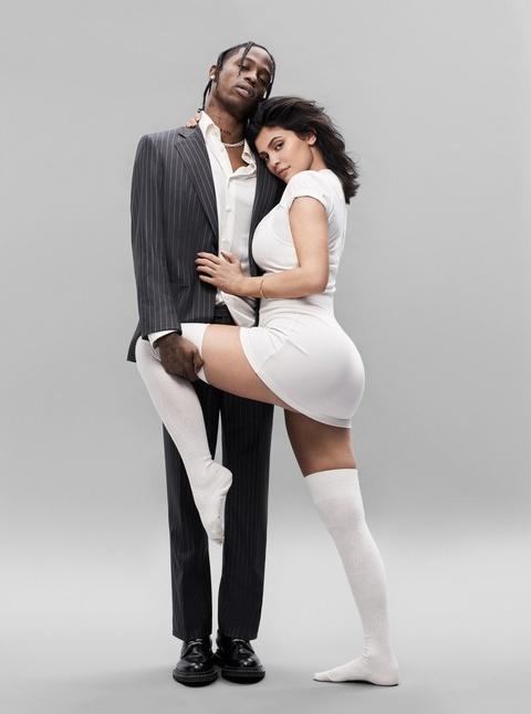 Kylie Jenner tao dang nong bong ben ban trai rapper tren tap chi hinh anh 2