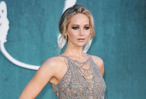 Nhung loai trang phuc khong the thieu cua Jennifer Lawrence hinh anh