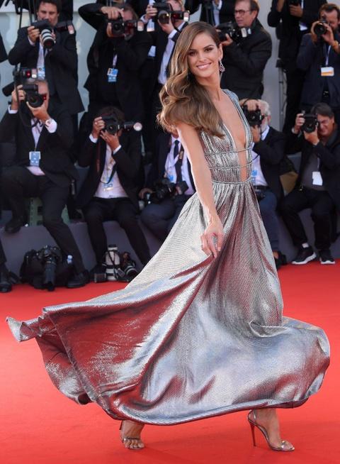 Lady Gaga, ban gai Neymar mac dep nhat tham do LHP Venice 2018 hinh anh 9