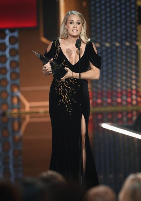 Taylor Swift thang ap dao o AMAs 2018, pha ky luc cua Whitney Houston hinh anh 8