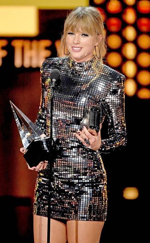 Taylor Swift thang ap dao o AMAs 2018, pha ky luc cua Whitney Houston hinh anh 2