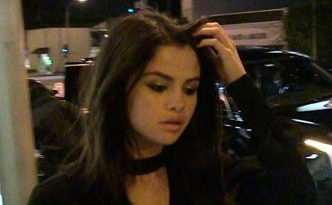 Selena Gomez vao co so tam than, tiep tuc dieu tri tam ly hinh anh