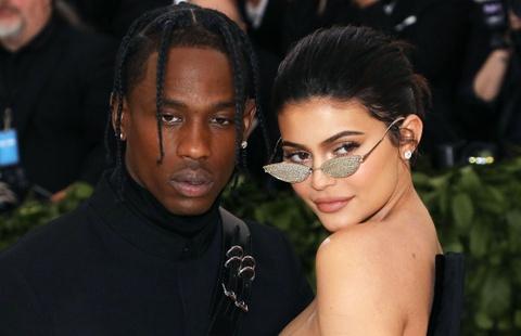 Ban trai rapper len ke hoach cuoi Kylie Jenner hinh anh
