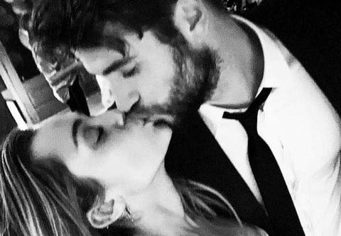 Miley Cyrus dang anh tinh cam xac nhan ket hon voi Liam Hemsworth hinh anh