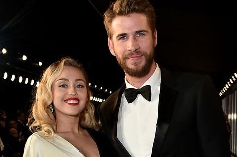 Miley Cyrus dien vay 8.600 USD, nhay 'Uptown Funk' trong hon le hinh anh