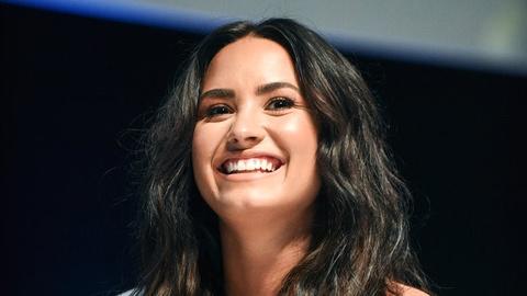 Demi Lovato hua 'khong lang phi them mot ngay' sau khi soc ma tuy hinh anh
