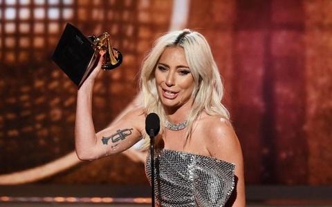 Lady Gaga bat khoc, Ariana Grande bo roi Grammy phut cuoi van co giai hinh anh