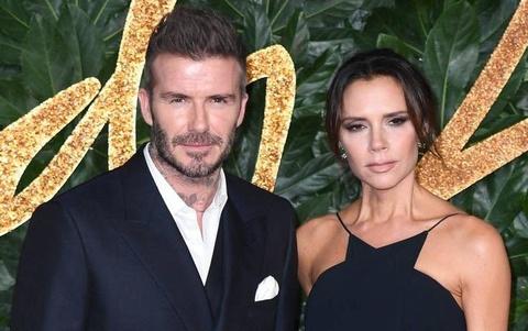 David phat dien vi thoi bua bon cua Victoria Beckham hinh anh