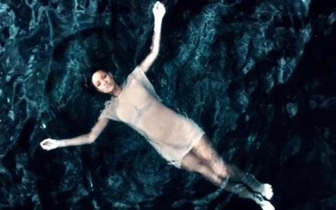 Diamonds - Rihanna hinh anh
