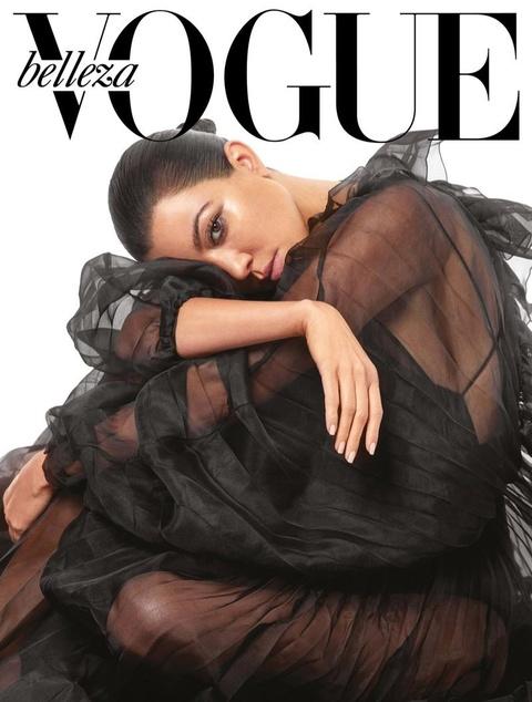Chi gai Kim Kardashian khoe nguc trong lan dau len bia Vogue hinh anh 2