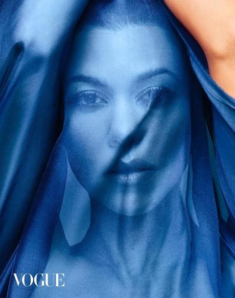 Chi gai Kim Kardashian khoe nguc trong lan dau len bia Vogue hinh anh 5