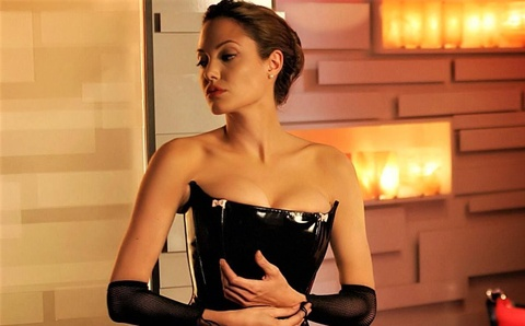 Nhung khoanh khac quyen ru cua Angelina Jolie tren man anh hinh anh