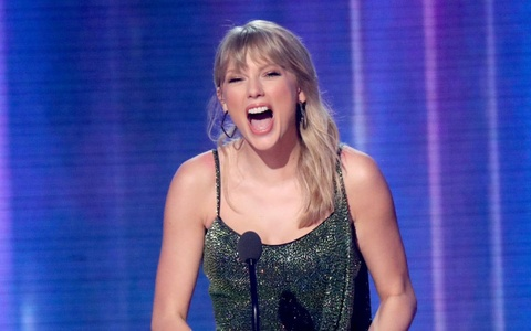 Taylor Swift am 25 chiec cup, vuot ky luc Michael Jackson o AMAs hinh anh