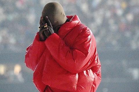 Kanye West khóc khi hát về hôn nhân đổ vỡ