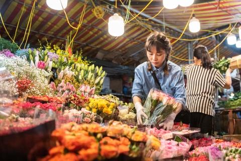 Cho hoa lon nhat Ha Noi nhon nhip dip 20/10 hinh anh