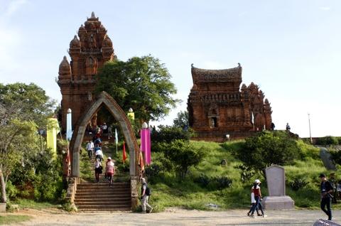 Thap Cham Ninh Thuan don nhan bang di tich quoc gia dac biet hinh anh