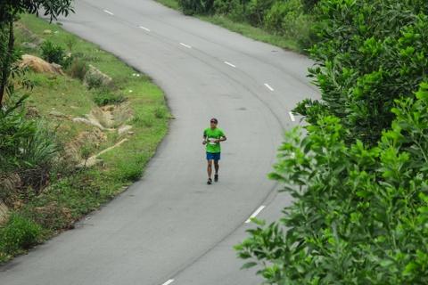 Khach nuoc ngoai thich thu thi chay o Lang Co hinh anh 11 Ảnh 11: Chạy trên những con đường đẹp tuyệt như thế này là một trải nghiệm khá thú vị đối với những vận động viên tham gia.