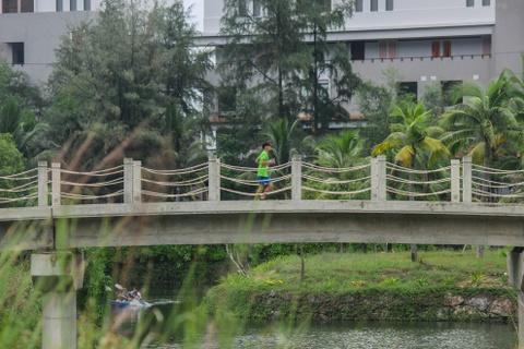 Khach nuoc ngoai thich thu thi chay o Lang Co hinh anh 12 Ảnh 12: Chạy trong khuôn viên Laguna Lăng Cô đẹp đẽ để tiến về đích trong những cây số cuối cùng.