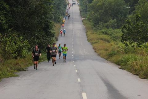 Khach nuoc ngoai thich thu thi chay o Lang Co hinh anh 2 Ảnh 2: Mặc dù lần đầu tiên tổ chức ở Việt Nam nhưng Laguna Lăng Cô Marathon vẫn thu hút được nhiều người tham gia.