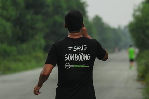 Khach nuoc ngoai thich thu thi chay o Lang Co hinh anh 9 Ảnh 9: Không chỉ tham gia chạy Marathon để nâng cao sức khỏe mà nhiều vận động viên còn mặc áo với các sologan ở sau lưng nhằm kêu gọi hành động.