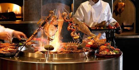 Nhung bua sang khach san tuyet nhat the gioi hinh anh 12 Ngoài những món buffet kiểu Ấn, hoa quả tươi, đầu bếp thịt nướng đặc biệt, du khách còn có thể thử kebab, mezzeh, pizzeria và các món điểm tâm Trung Quốc. Hãy nhớ đừng ăn quá no để thưởng thức các món tráng miệng phong phú.
