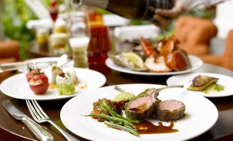 Nhung bua sang khach san tuyet nhat the gioi hinh anh 2 Ngoài ra, khách sạn còn phục vụ các món ăn Malaysia như Nasi Goreng, mì và cá nướng. Ảnh: Asia-city.