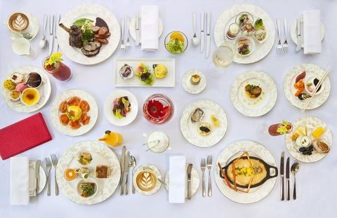 Nhung bua sang khach san tuyet nhat the gioi hinh anh 8 Du khách cũng có thể chọn từ thực đơn theo yêu cầu gồm những món như trứng nhân tôm hùm với trứng cá hồi, trứng ốp tôm sông, thịt bò wagyu.