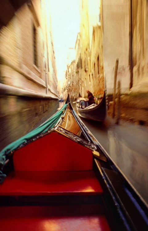 Anh cua co gai Viet vao chung ket National Geographic hinh anh 13 Francis Lambert cho biết cách tuyệt nhất để đi lại ở Venice là bằng thuyền Gondola.