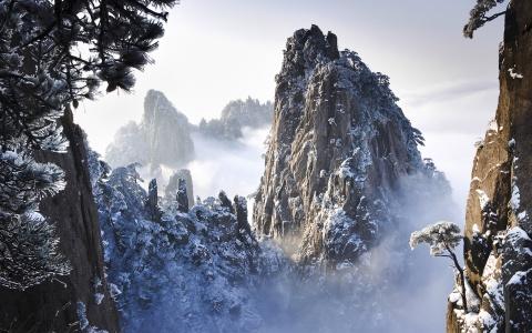 Tien canh dinh Quang Minh noi vo lam quan tu hinh anh 10 Hoàng Sơn bốn mùa đều tuyệt đẹp, nhưng tới đây vào mùa đông, du khách sẽ được chiêm ngưỡng cảnh tuyết phủ kỳ vĩ.
