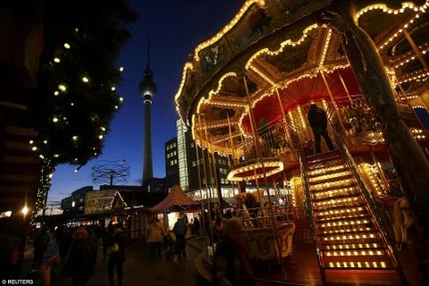 Cho Giang sinh lung danh o Duc mo cua don khach hinh anh 2 Một khu chợ Giáng Sinh nổi danh khác tại đây là Alexanderplatz.