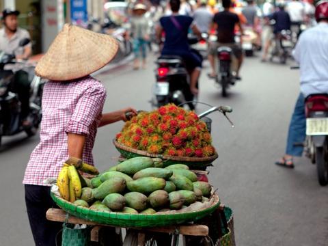 Ha Noi vao top nhung diem den dang mo uoc nam 2016 hinh anh 1 Hà Nội, Việt Nam: Được Lonely Planet đánh giá là một trong những thành phố giá rẻ tuyệt nhất châu Á, Hà Nội được biết tới với khu phố cổ quyến rũ, những ngôi chùa tinh tế, phố xá nhộn nhịp và nền văn hóa độc đáo.