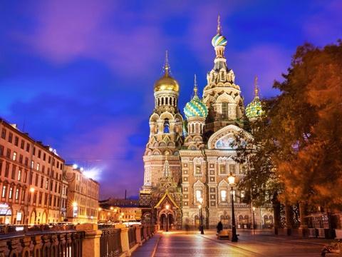 Ha Noi vao top nhung diem den dang mo uoc nam 2016 hinh anh 3 St. Petersburg, Nga: St. Petersburg được trao giải Điểm đến tuyệt nhất châu Âu năm 2015 bởi World Travel Awards. Thành phố này quyến rũ du khách không chỉ bởi những cung điện lộng lẫy, kiến trúc tinh tế mà còn vì không khí lãng mạn, cổ điển.