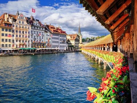 Ha Noi vao top nhung diem den dang mo uoc nam 2016 hinh anh 9 Lucerne, Thụy Sĩ: Không nổi tiếng như Zurich, Geneva, hay Bern, Lucerne có vẻ đẹp bình yên, với kiến trúc truyền thống và hồ nước tuyệt đẹp, một nơi trú ẩn hoàn hảo cho những ai tìm kiếm sự yên tĩnh.