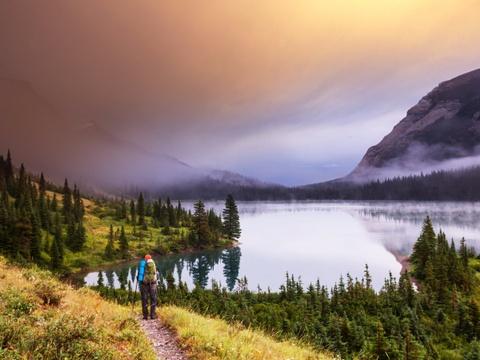 15 ky quan thien nhien tuyet tac o My hinh anh 10 Montana: Công viên quốc gia Glacier nổi tiếng với những đỉnh núi hiểm trở, rừng nguyên sinh, các thung lũng hình thành từ sông băng, đồng cỏ hoang sơ và làn nước trong vắt. Đây là thiên đường cho những người yêu thích đi bộ và leo núi, với tuyến đường mòn dài hơn 1.100 km.