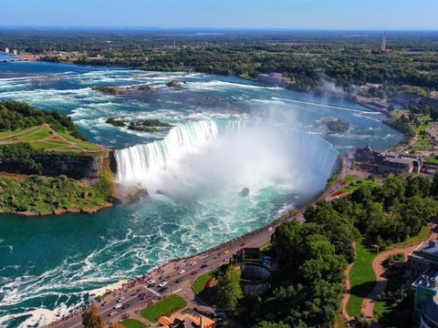 15 ky quan thien nhien tuyet tac o My hinh anh 13 New York: Thác Niagara là điểm đến không thể bỏ qua ở Mỹ, với khung cảnh hùng vĩ và vị trí thuận tiện hiếm thác nước nào có được.