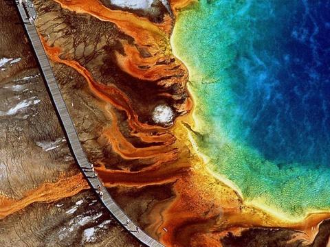 15 ky quan thien nhien tuyet tac o My hinh anh 15 Wyoming: Suối Grand Prismatic trong công viên quốc gia Yellowstone có màu sắc rực rỡ nhờ các loại vị khuẩn.